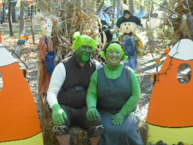 Coolest Shrek and Fiona Costumes - 2