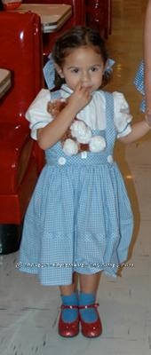 I became obsessed with The Wizard of Oz movie for a while, so when the time came, i planted the seed into my little daughter\'s head about being Do