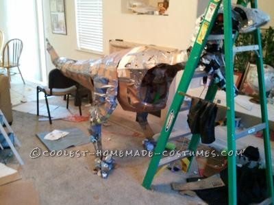 Last year I decided to build a velociraptor from Jurassic Park. I wanted it to be life-sized (in the movie it\'s 12 and a half feet long); it would