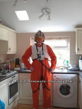 "This costume is really simple and pretty cheap to make.Firstly I ""borrowed"" an orange overall/boiler suit from work and some 20mm black webbing,"