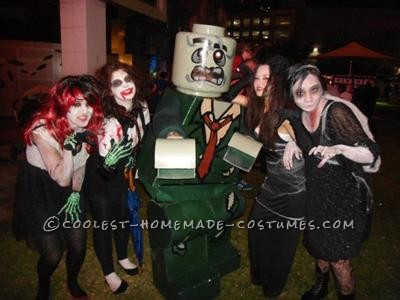 This was made for the pop culture convention, Supanova in Perth, Australia in 2011.I used cardboard for the torso and legs, resin/fibreglass to mak