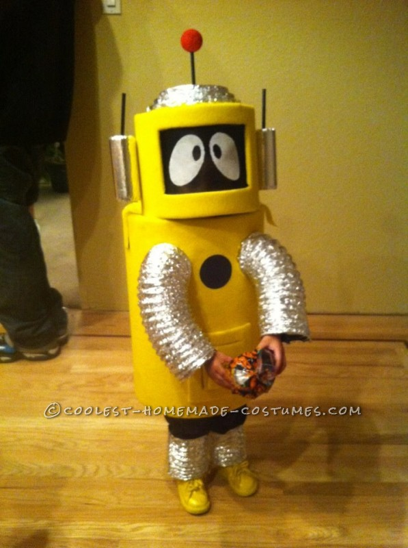 "My dad and I made this costume for my son ""Doody"" in about 2 weeks! We used a bunch of different materials to construct the body and helmet and cov"