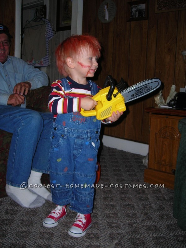 Okay, okay, before you say anything, I know there may be some people who feel it is not appropriate for a toddler to dress up as Chucky. BUT I assure