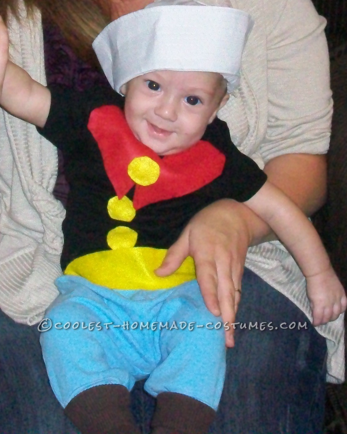 Popeye has always been my favorite, so it was an easy choice for Wy\'s first halloween last year. Here\'s what I needed:1 black onesie1