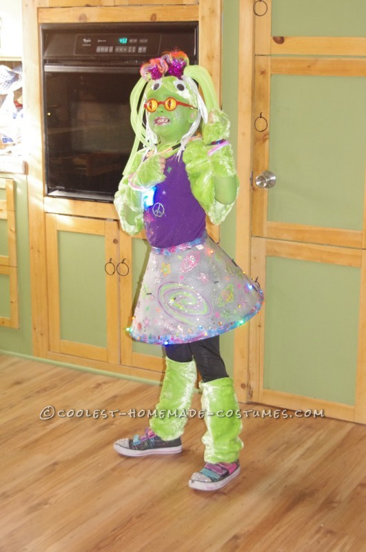 Amazing Alien Girl Costume - 2