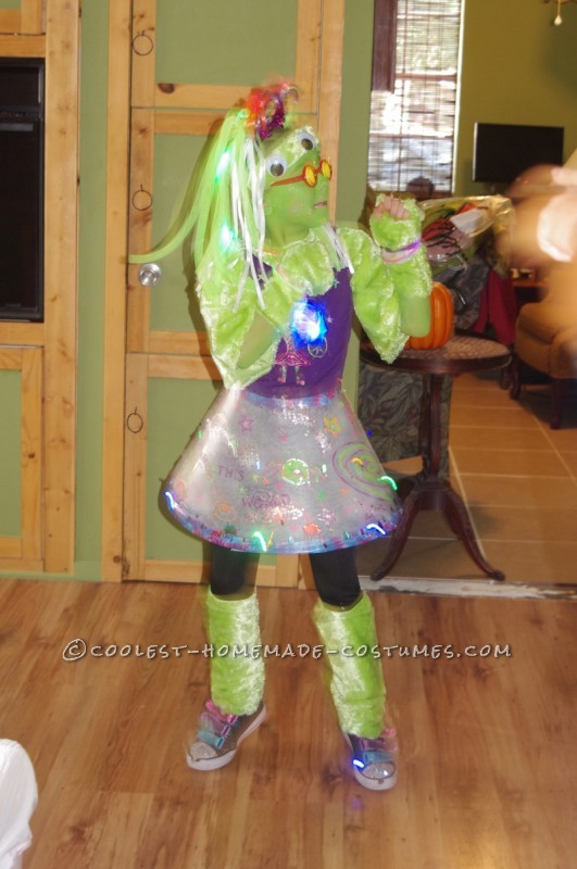 Amazing Alien Girl Costume - 4