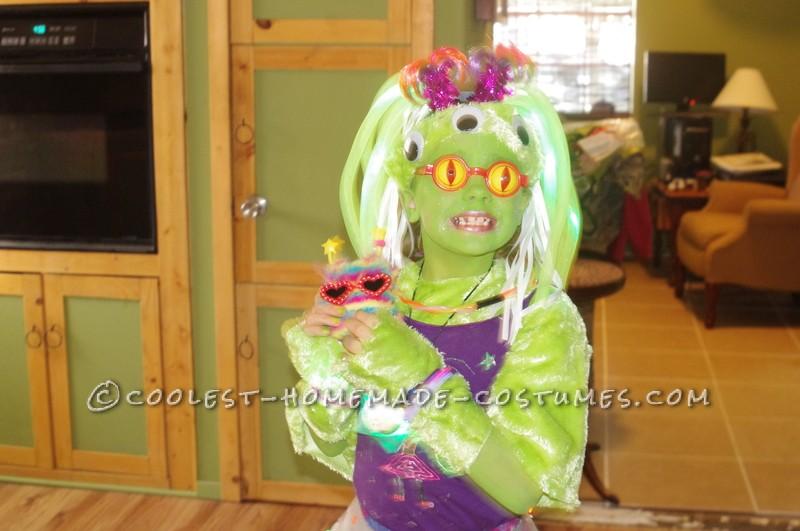 Amazing Alien Girl Costume - 6