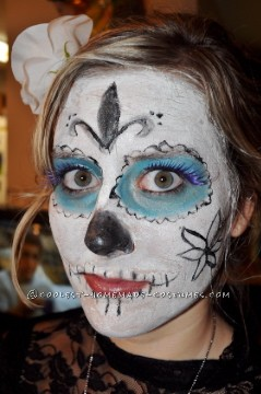 I came up with the idea for a Day of the Dead costume last year when my friend who lives in México and is a photographer did a photo shoot wit