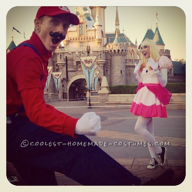 Coolest Mario and Princess Peach Couple Costumes