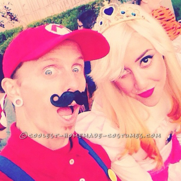 Coolest Mario and Princess Peach Couple Costumes - 1