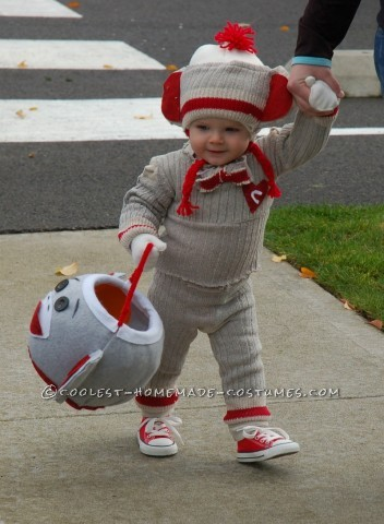 My dilemma this year: how to out-do last year's costume (a wee baby Viking), plus make it warm (we live in Washington), and comfy (or my son will