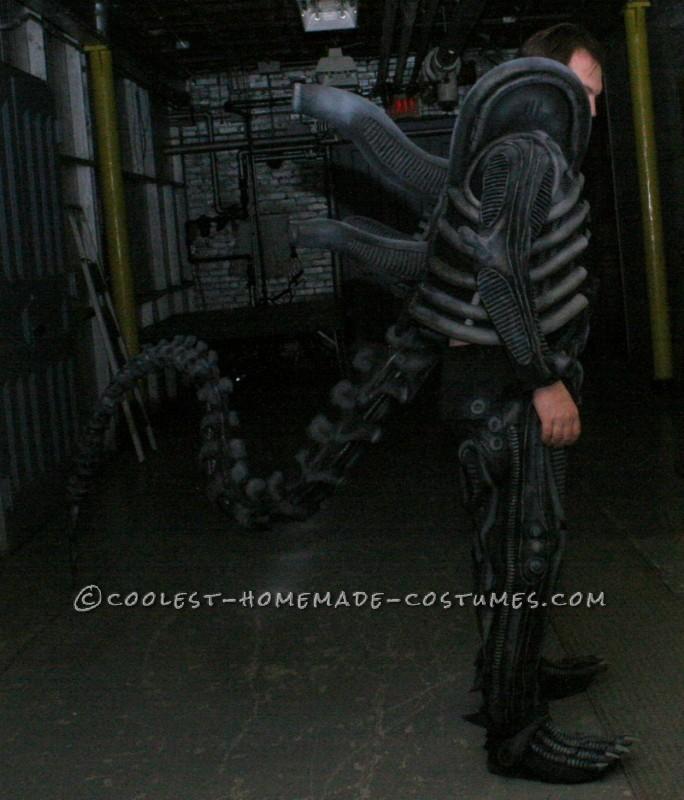 Epic Ellen Ripley and Alien Couples Costume - 2