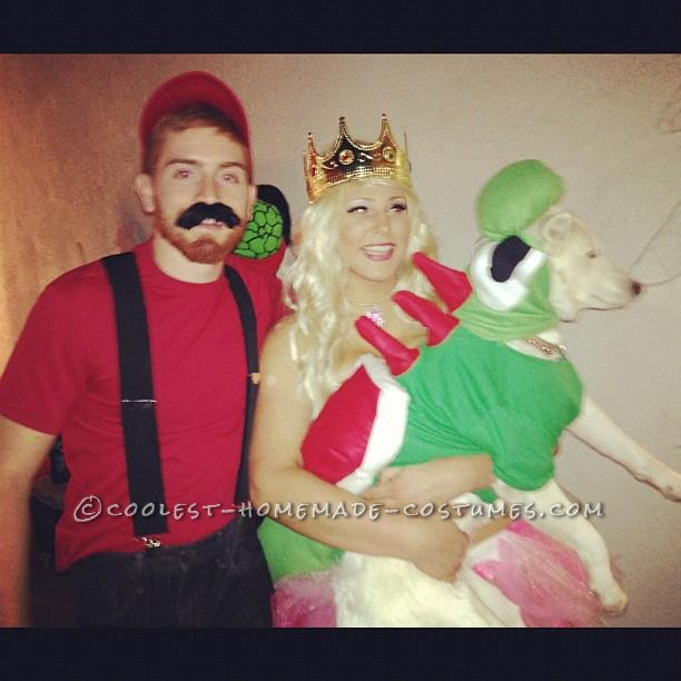 Fun Mario, Peach, and Yoshi Family Costume - 1
