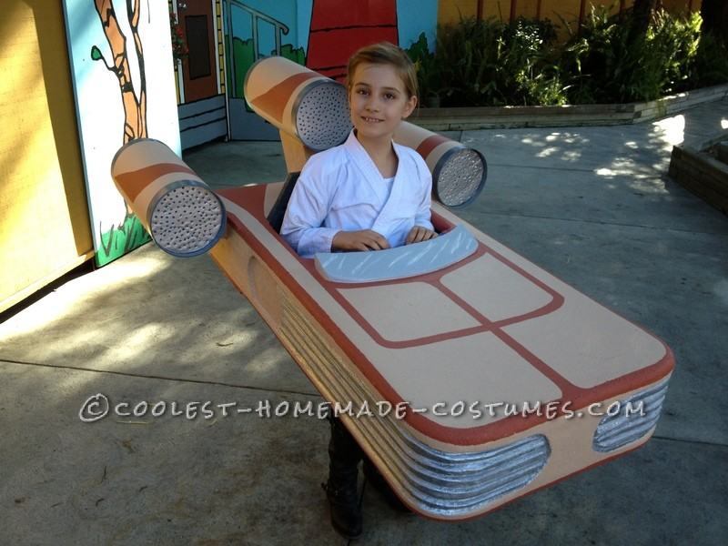 My eight year old daughter is a big Star Wars fan so this year I made her a landspeeder costume.  The vehicle is from Episode 4:  A New Hop