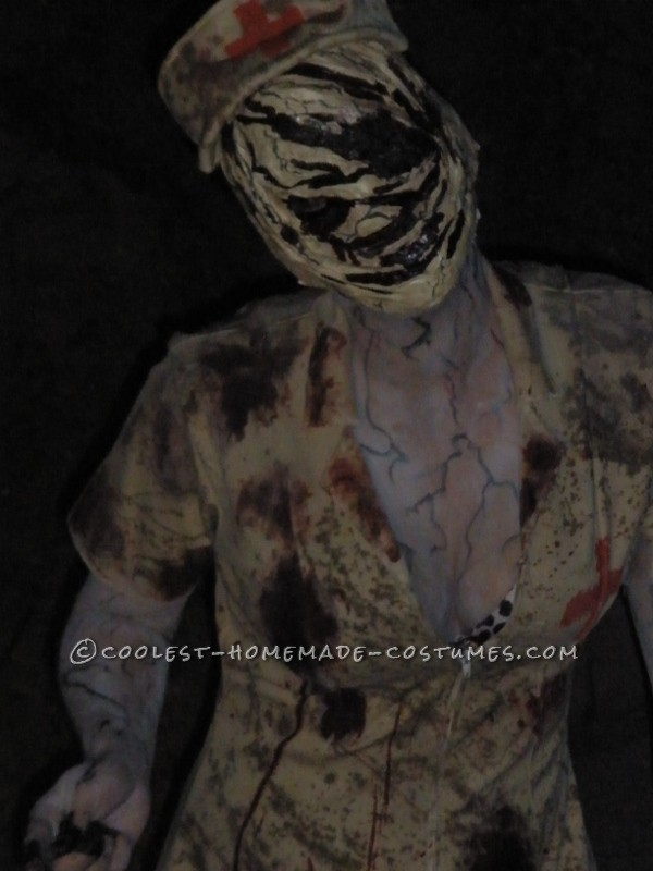 Scariest Silent Hill Nurse and Pyramid Head Costumes - 4