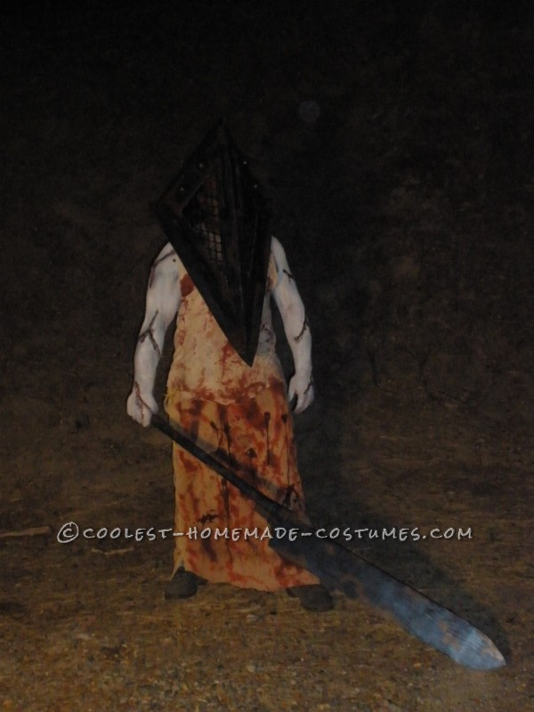 Scariest Silent Hill Nurse and Pyramid Head Costumes - 3