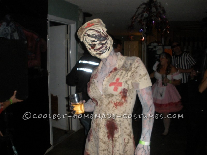 Scariest Silent Hill Nurse and Pyramid Head Costumes - 1