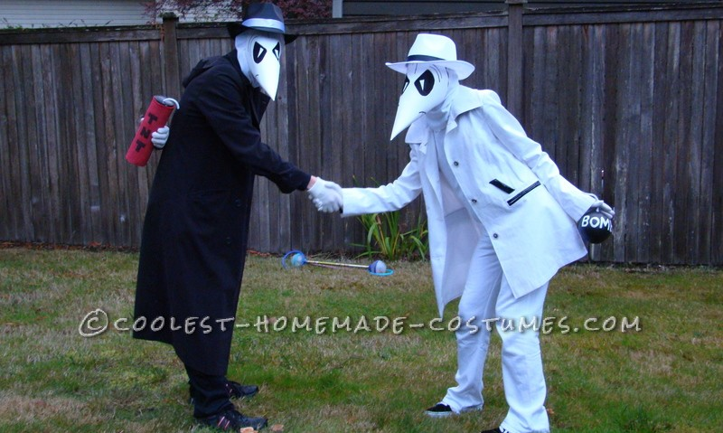 What's better than the classic Mad character's of Spy vs Spy? When they are the chosen Halloween costumes for brother and sister who are just