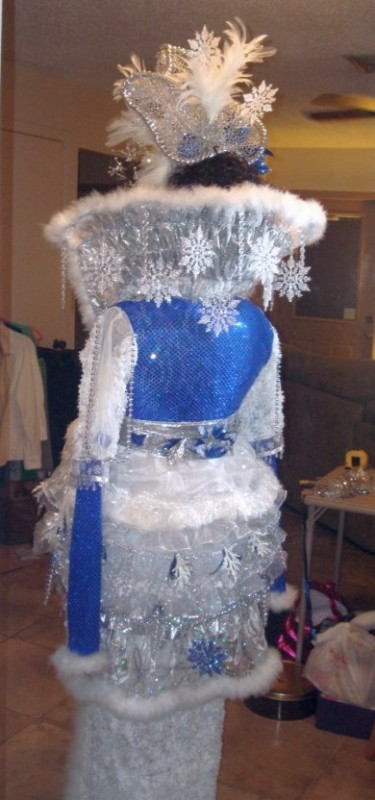 Coolest Winter Theme Ice Queen Costume - 5