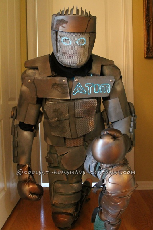 Homemade Atom Robot Costume from Real Steel - 1