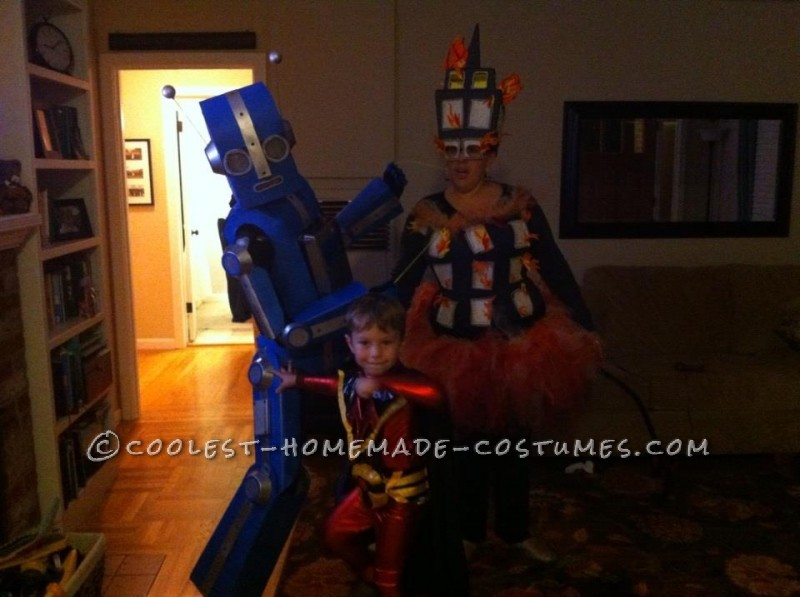 Awesome Articulated (Carboard!) Robot Costume with Tape Player