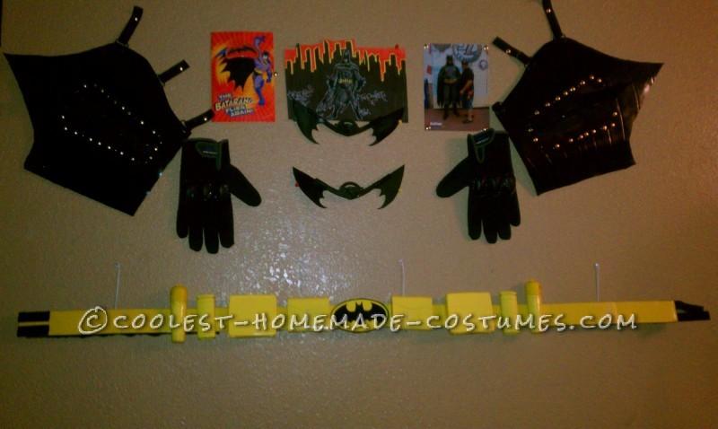 belt, gloves, gauntlets batarang