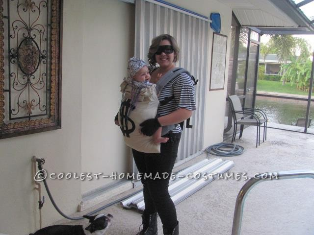 Cheap Mom and Baby Robber and Moneybag Costume