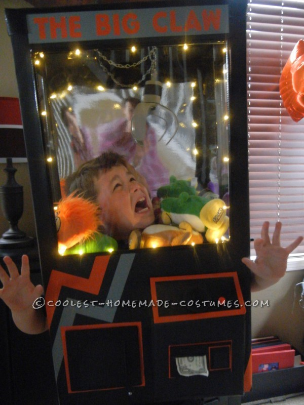 Awesome Homemade Claw Machine Costume