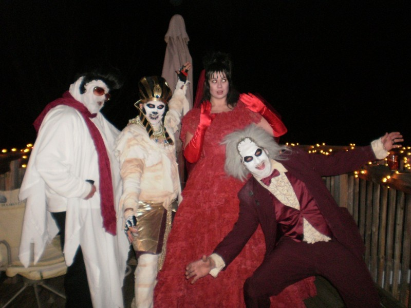 Coolest Beetlejuice and Lydia Couple Costume - 4