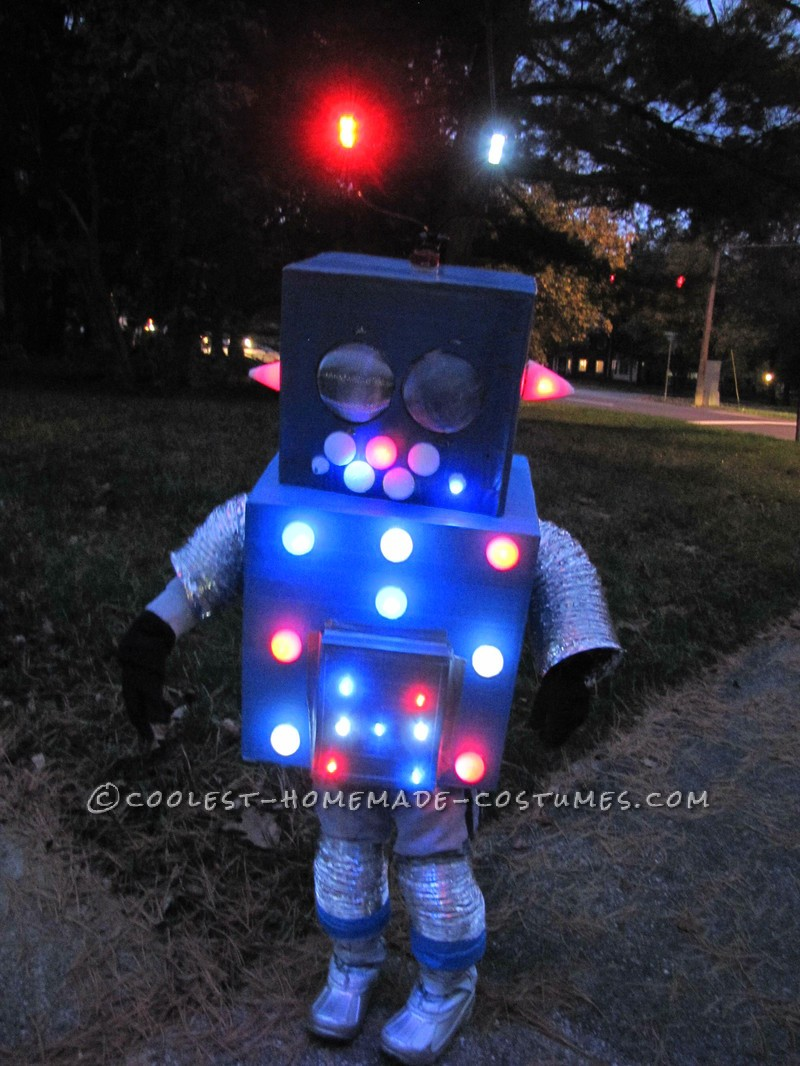 Cool Flashing and Blinking Homemade Robot Costume