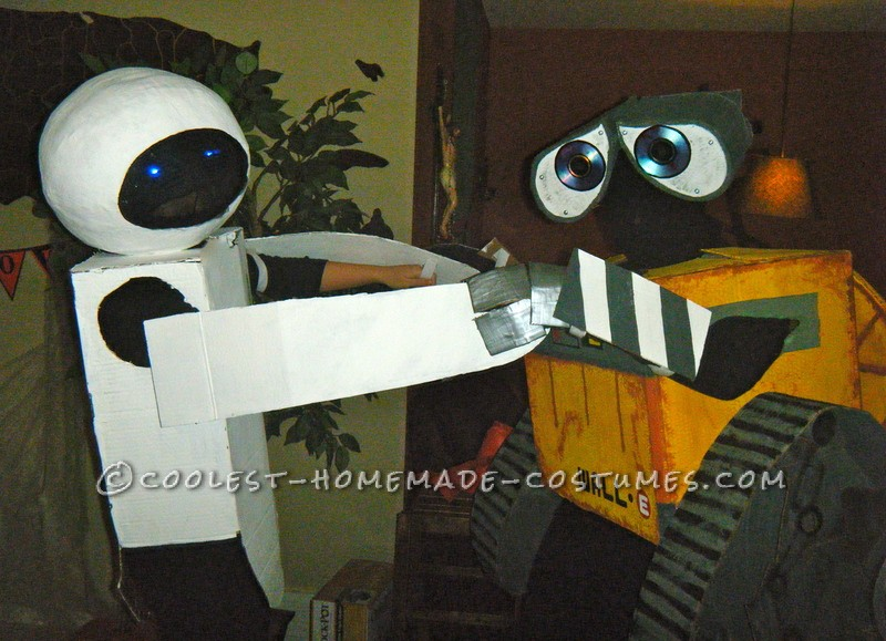 Coolest Homemade Wall-E and Eve Couple Costumes - 6