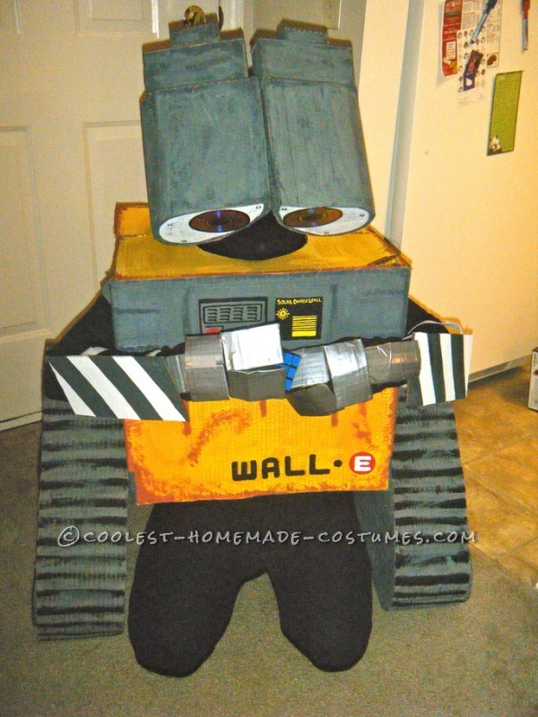 Coolest Homemade Wall-E and Eve Couple Costumes - 7