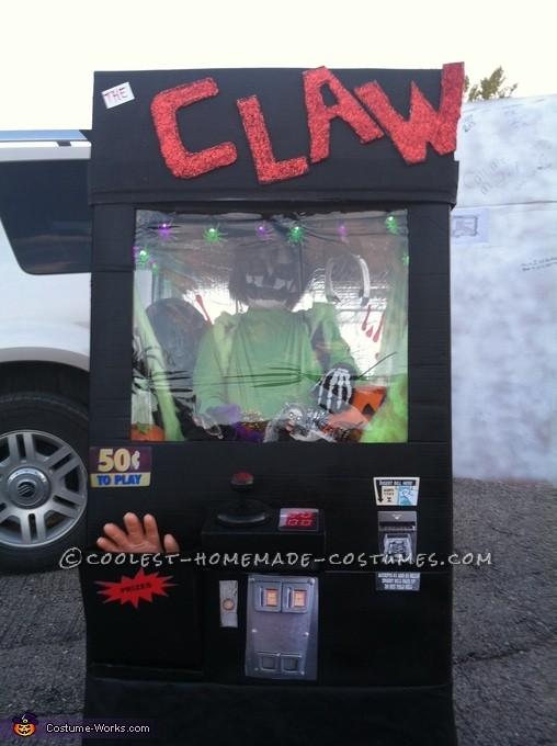 Cool DIY Claw Machine Halloween Costume