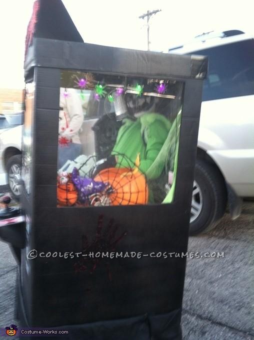 Cool DIY Claw Machine Halloween Costume - 2