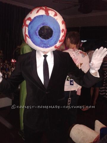 Cool Homemade Giant Eye Costume from The Residents: This Eye Costume from The Residents was a fairly simply paper mache project.  I took a large beach ball and covered it with 5 layers of paper mache.