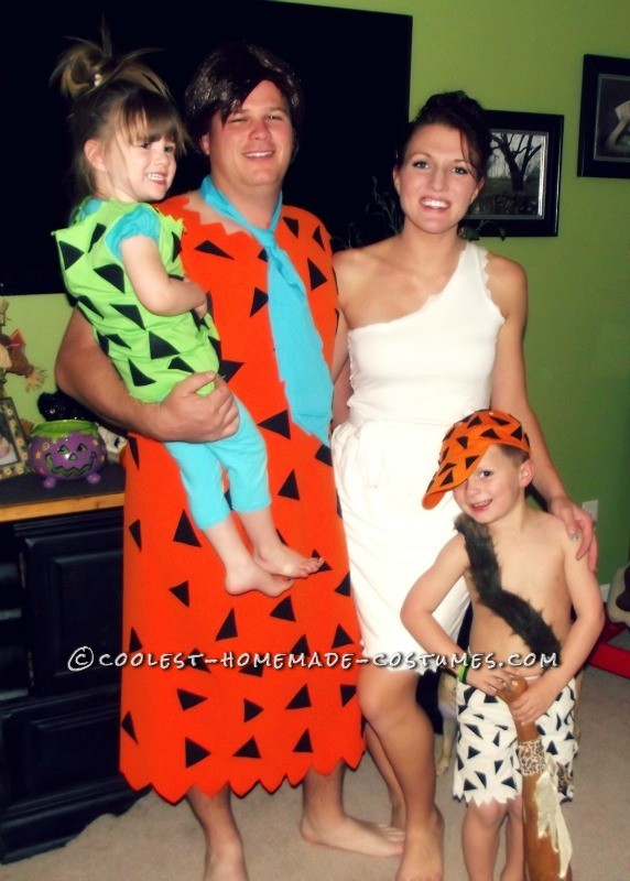 Handmade Flintstone Family Costumes: This year, we had a Halloween party at our house and I wanted to make costumes that involved our whole family. I've been thinking about the Flintsto