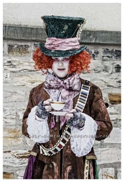 Awesome Homemade Mad Hatter Costume from Alice in Wonderland: In 2010 my girlfriend and me saw in the cinema a trailer of Alice in Wonderland. For a few seconds we also saw Johnny Depp as Mad Hatter in this trail
