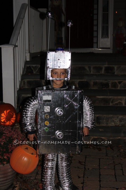 Coolest Homemade Child Robot Costume - 1