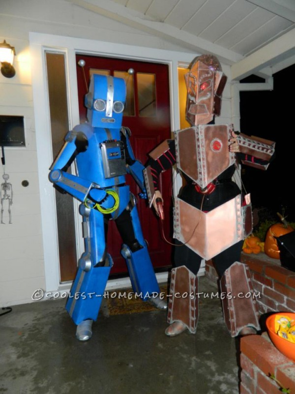 Awesome Articulated (Carboard!) Robot Costume with Tape Player - 3