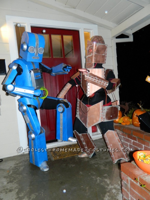 Awesome Articulated (Carboard!) Robot Costume with Tape Player - 2