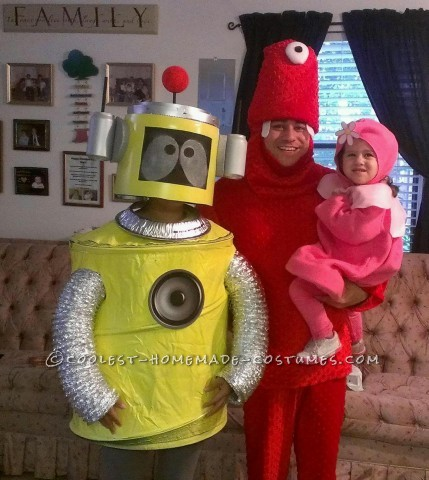 Yo Gabba Gabba Family Halloween Costume: Daddy as Muno, Mommy as Plex, and Ansley as Foofa. It was a great Yo Gabba Gabba family Halloween costume. All the kids wanted to take pictures with u