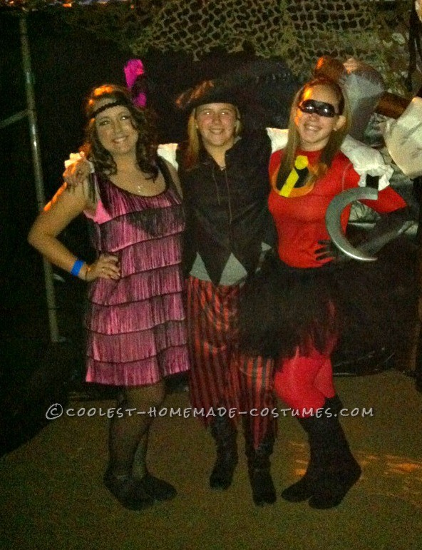 Friends (flapper & pirate) and I helping out with a children's haunted trail!