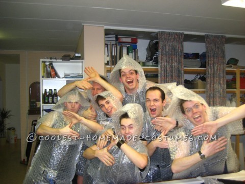 Cool Bubble-Wrap Zoltan Group Costume