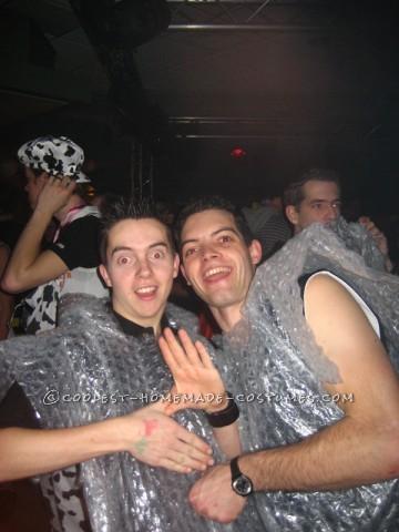 Cool Bubble-Wrap Zoltan Group Costume