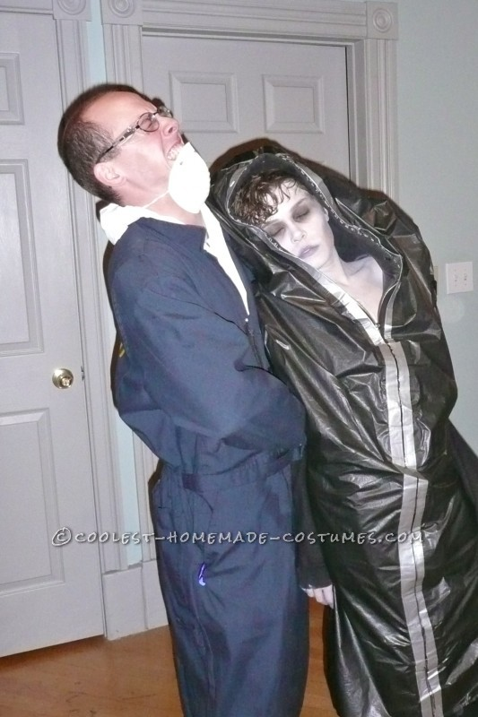 Creepy Corpse in a Body Bag and Coroner Couple Costume - 6