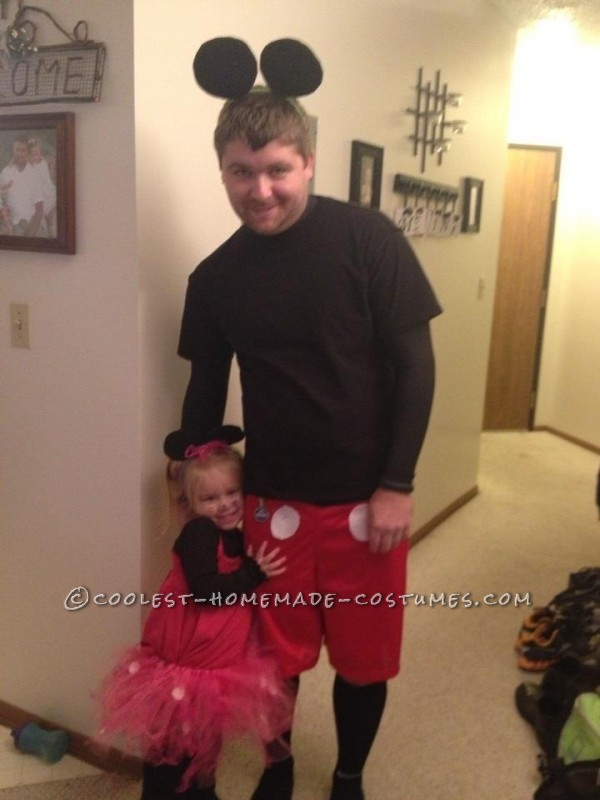 Homemade Family Minnie and Mickey Mouse Halloween Costume - 1