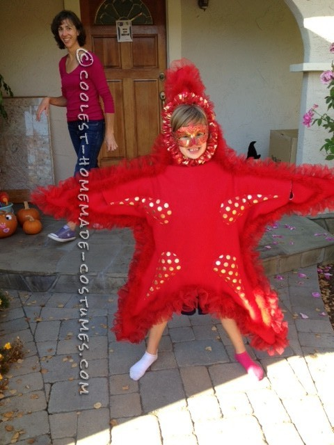 Awesome DIY Costume for Two Girls: Two Sea Stars - 3