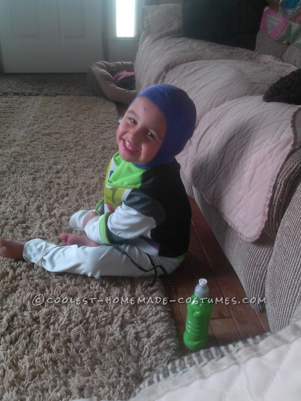 Cool Homemade Buzz Lightyear Costume for a Woman - 4