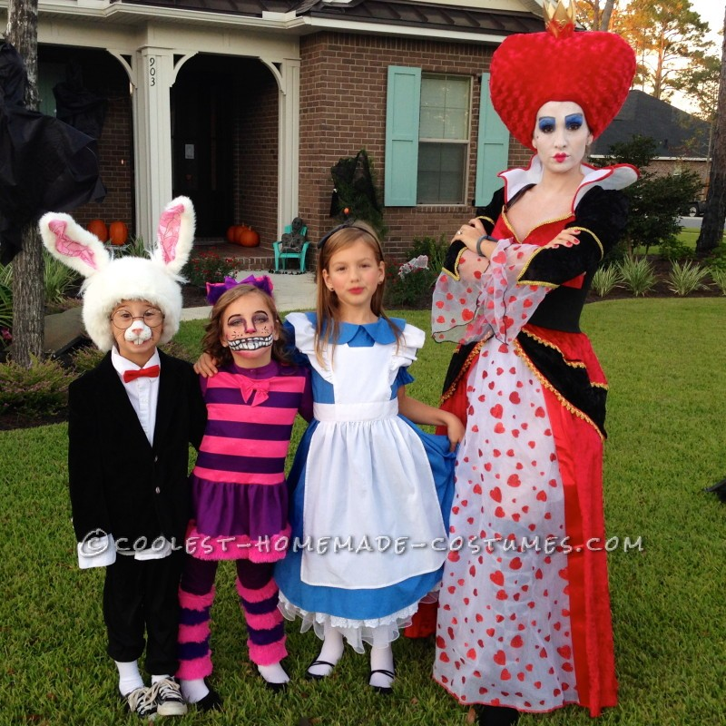 Alice In Wonderland Halloween Costume Family.Awesome Family Of Six Alice In Wonderland Group Costume
