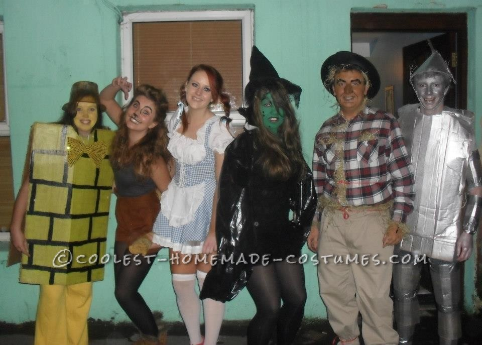 ab6dea88a Fun-to-Make Group Costume of Wizard of Oz